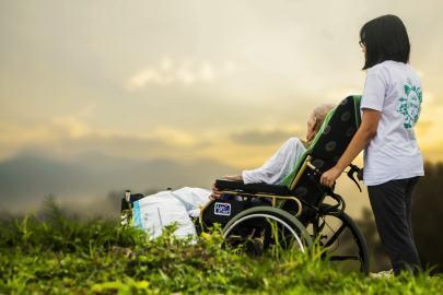 hospice-1821429_1920-min